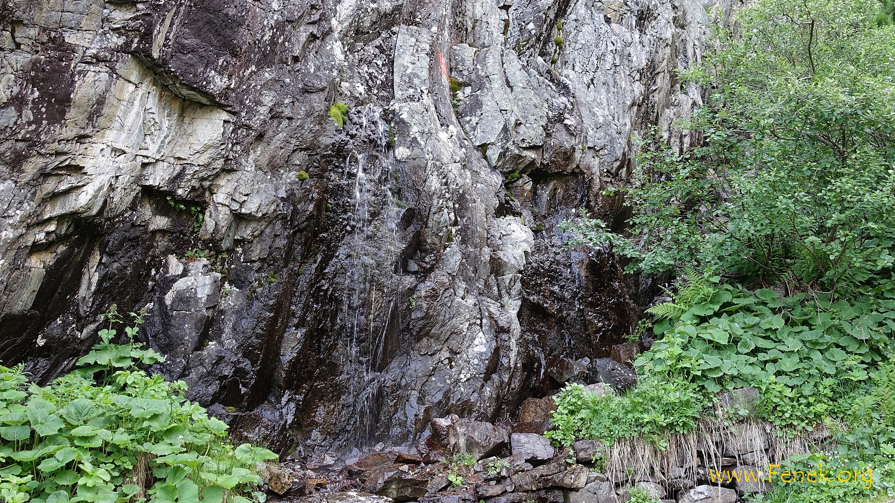"""Moses Quelle"" - das Wasser entspringt aus dem Felsen"