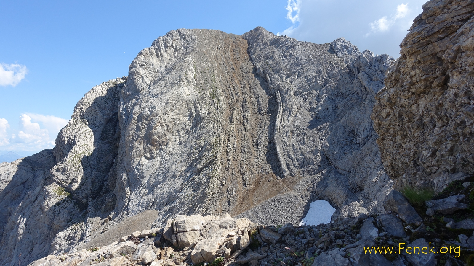 Rückblick auf den Schutthang der zu den beiden Gipfeln führt