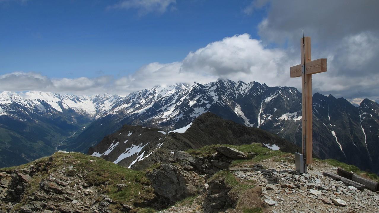 Gipfelrundsicht zum Lötschental