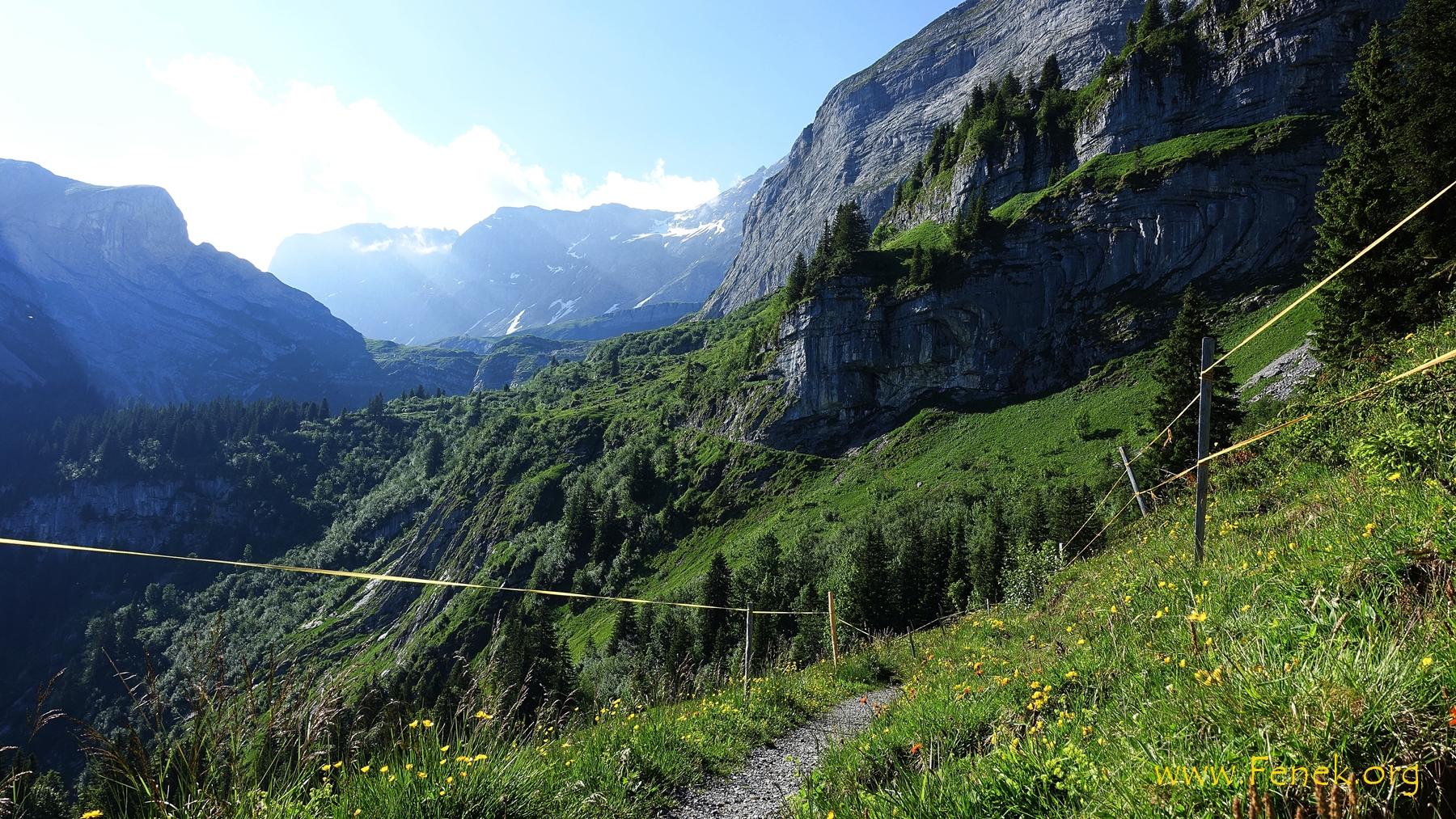 interessanter Bergweg Richtung Urserli