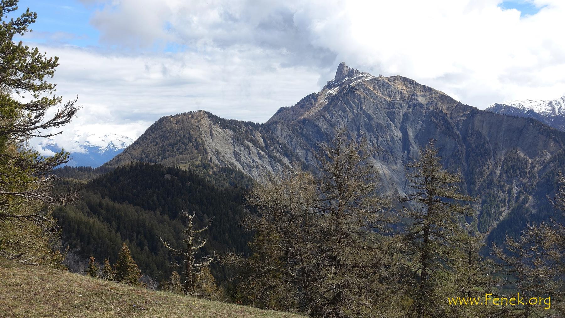 Rückblick zu den ersten beiden Gipfeln. Den markanten Pierre Avoi habe ich ausgelassen