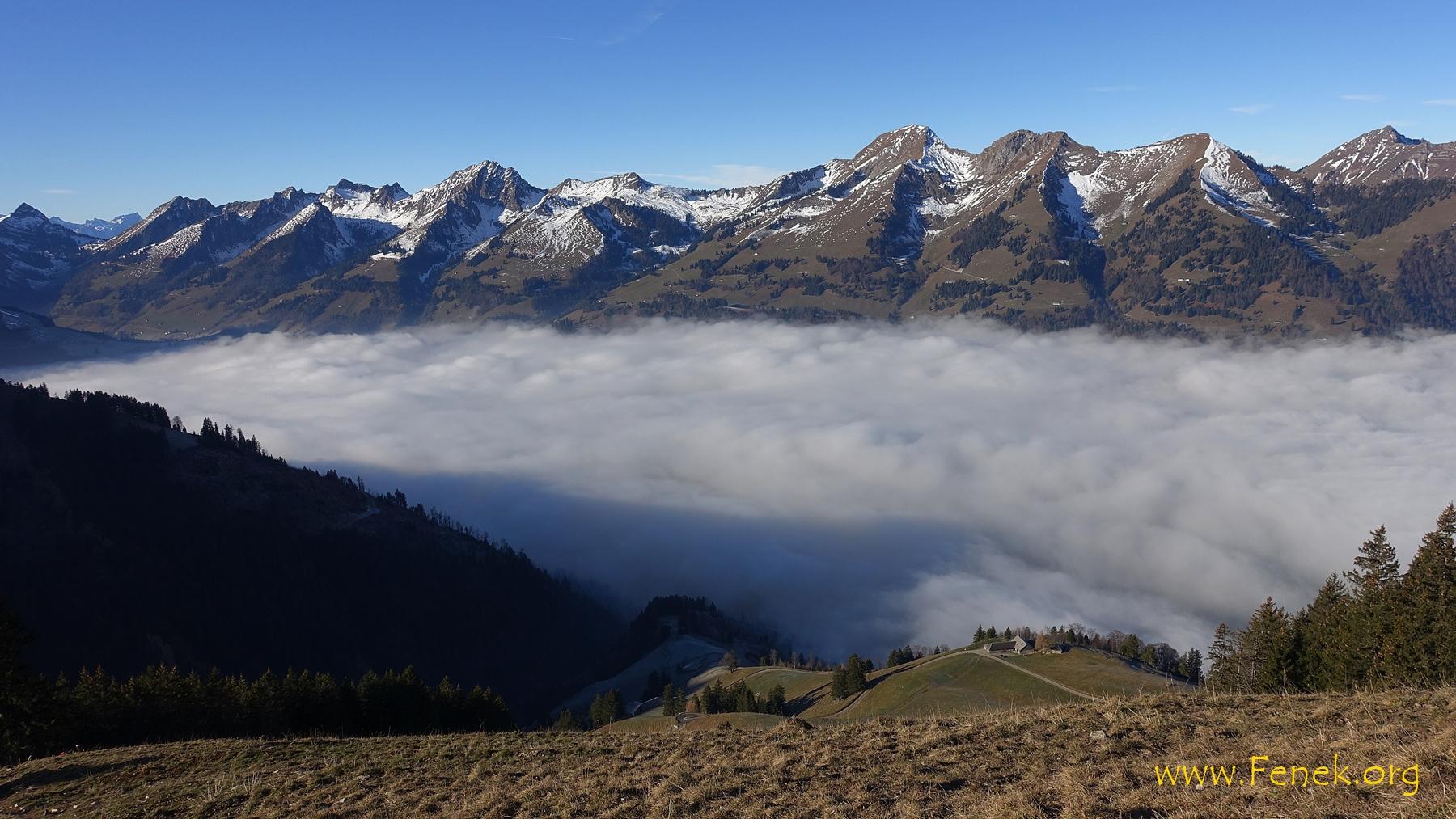der Nebel entschwindet - der Blick wird weiter zu Dent de Lys und anderen....