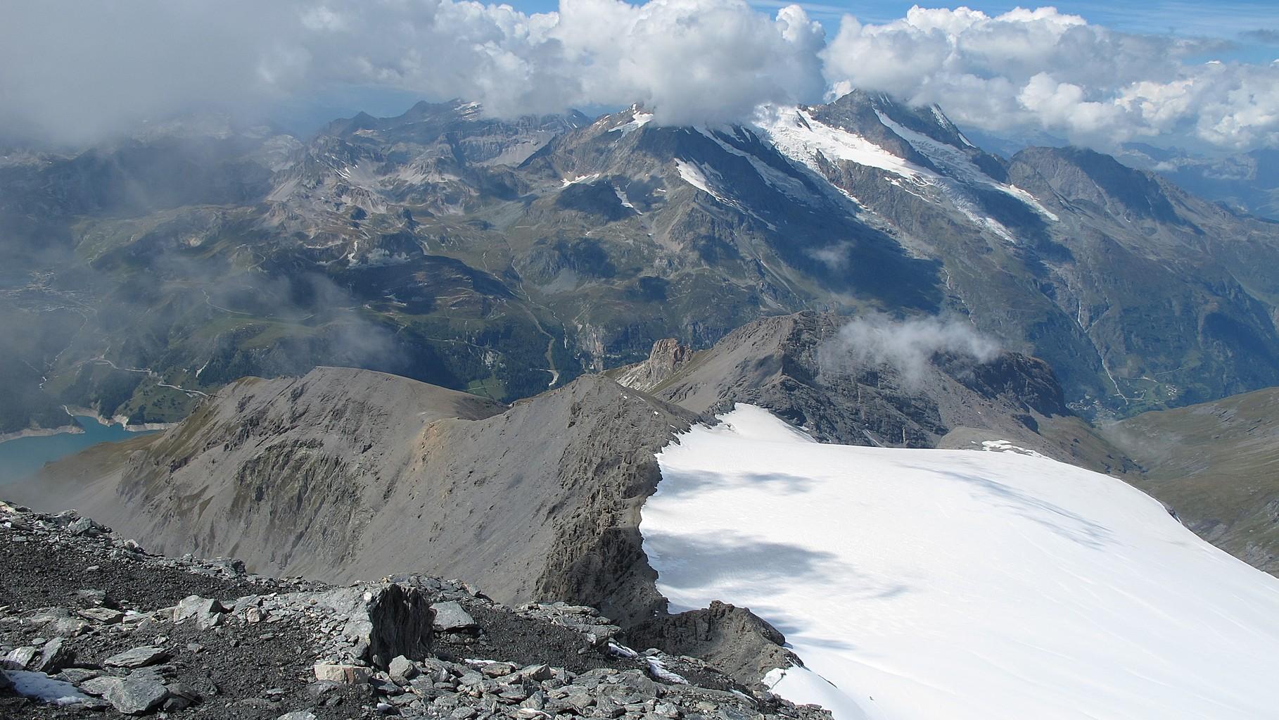 Blick hinunter vom Gipfel