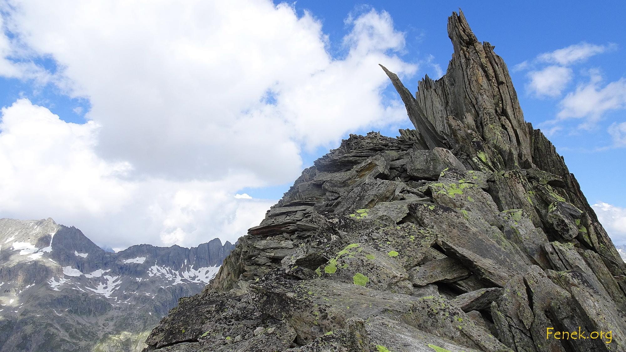 auf dem Grat mit Blick zum Gipfel