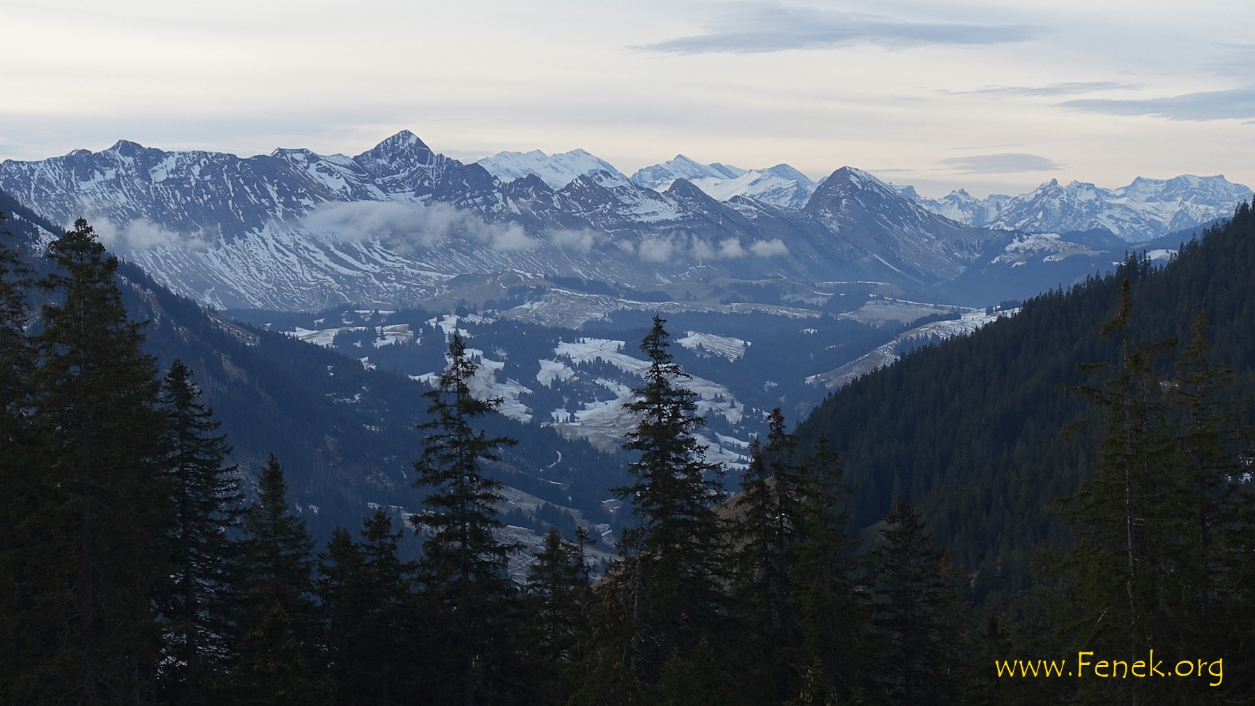 Brienzer Grat und hinten Berner Oberländer...