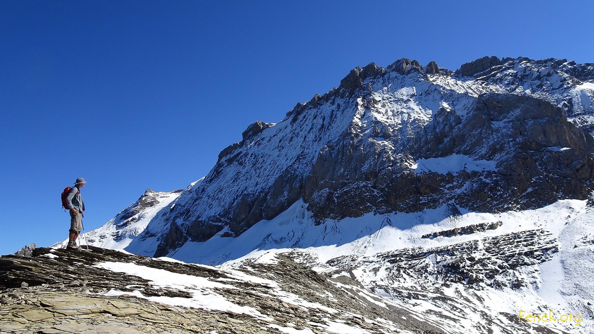 des Bergsteigers Blick wandert zum Wildstrubel hinauf....