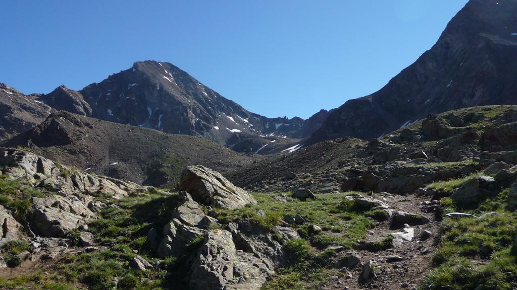 der Pass und der Gipfel kommen näher
