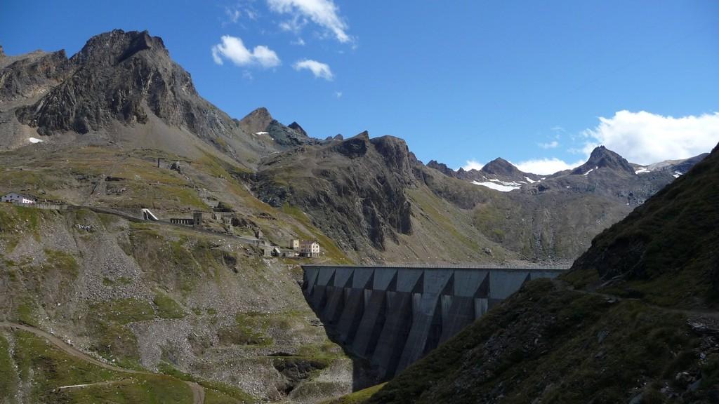 Staumauer des Lago del Sabbione