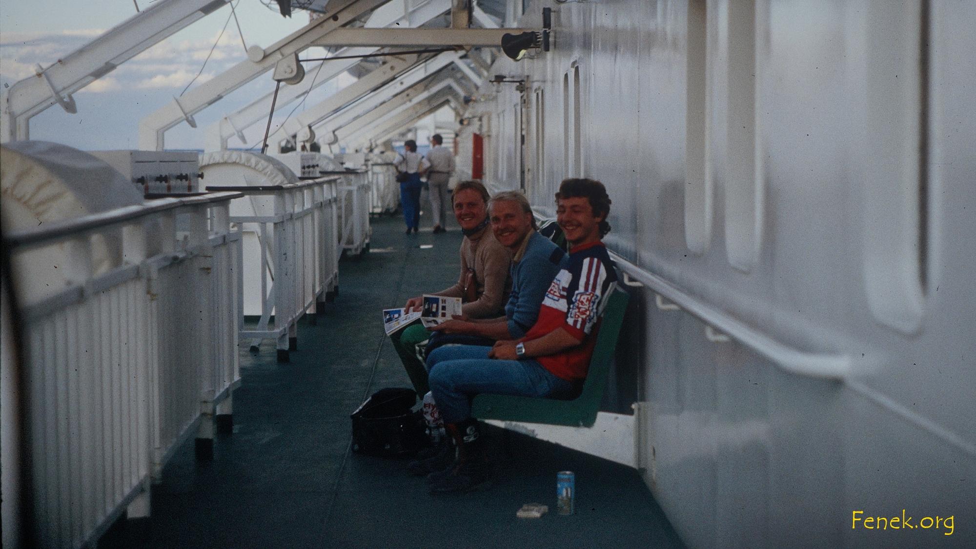 zwei nette Begleiter auf dem Schiff....