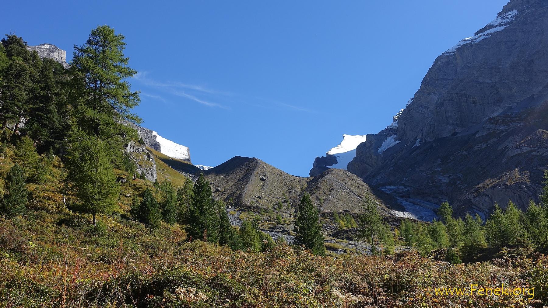 Blick hinauf zur Möräne die auf den Schwarzgletscher führt