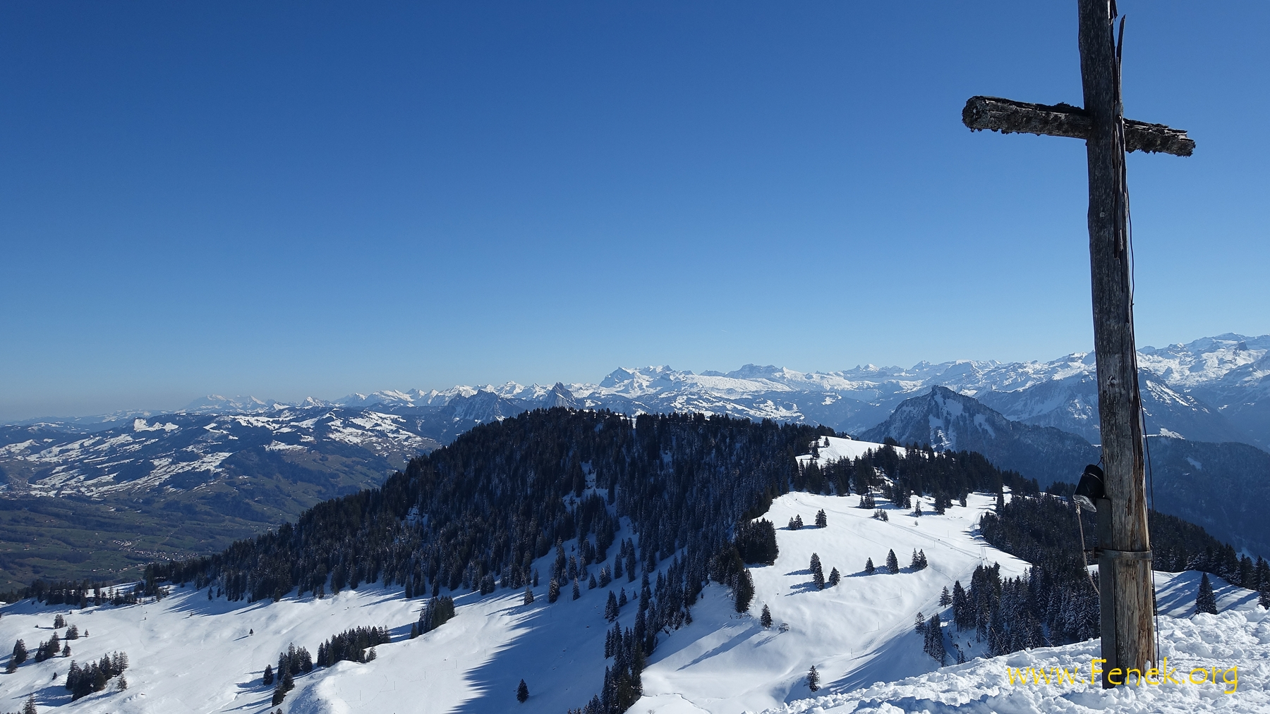 Gipfelkreuz Dosse mit Blick zur Rigi Scheidegg