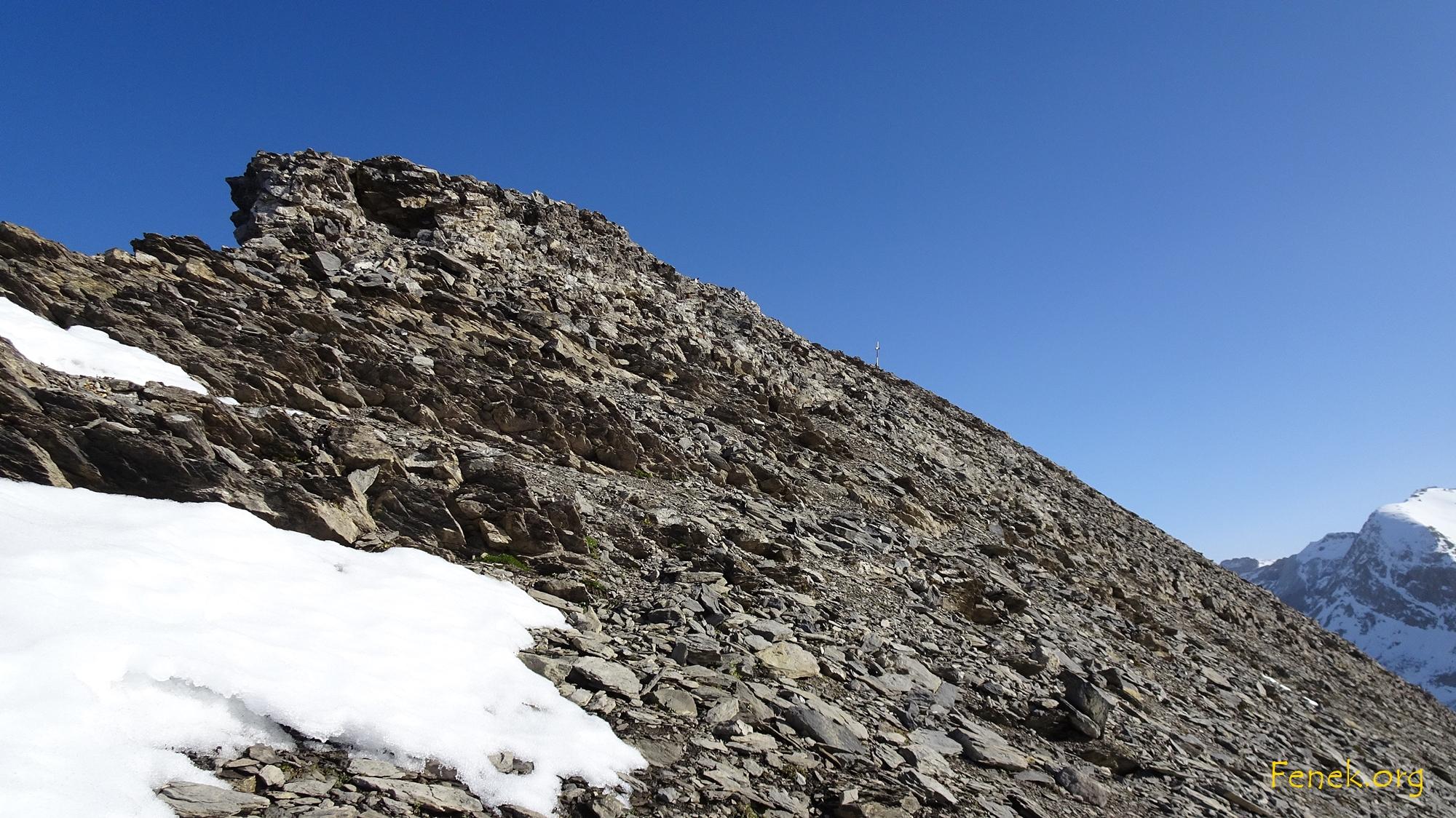 der Gipfel ist schon in Sicht (rechts der Mitte)