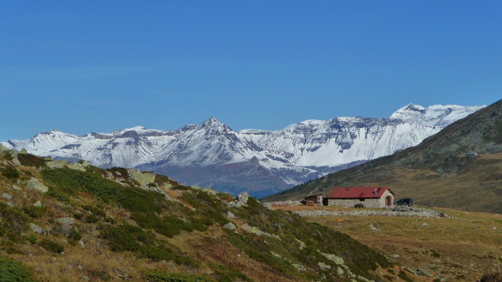 hinten das Skigebiet von Montana