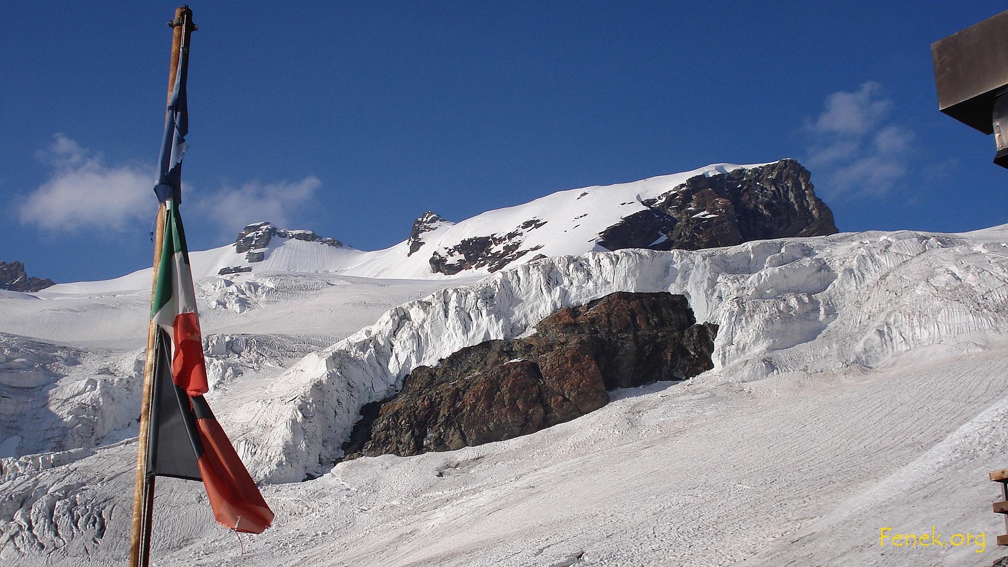 von der Hütte sieht man Roccia Nera und die beiden Breithorn Zwillinge