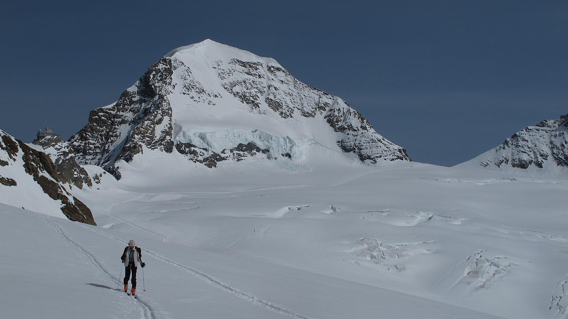Hinter uns der Mönch und das Jungfraujoch