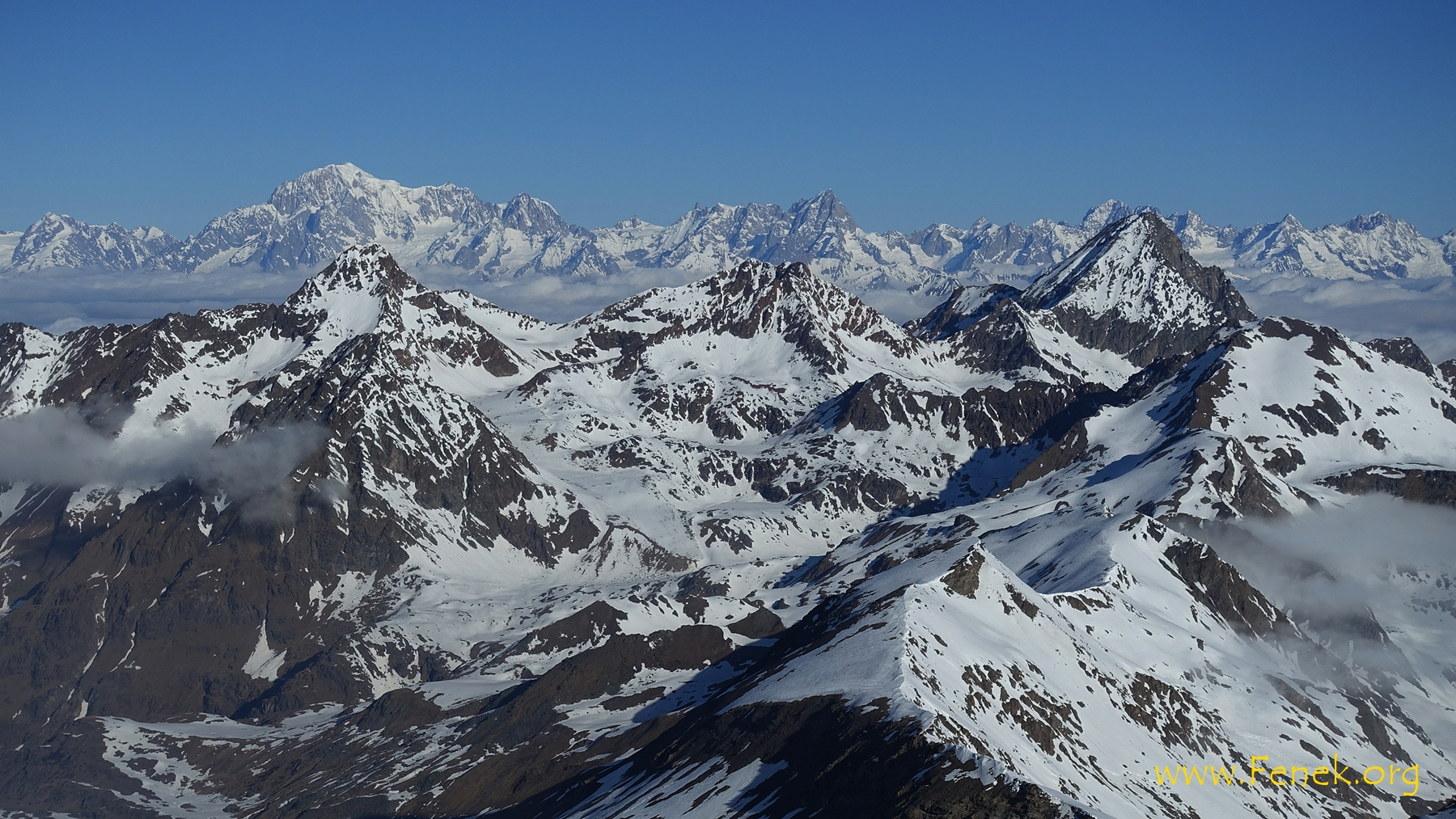 links Montblanc - rechts Monte Emilius