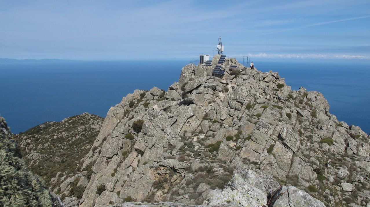 der verschandelte Gipfel Monte Giove