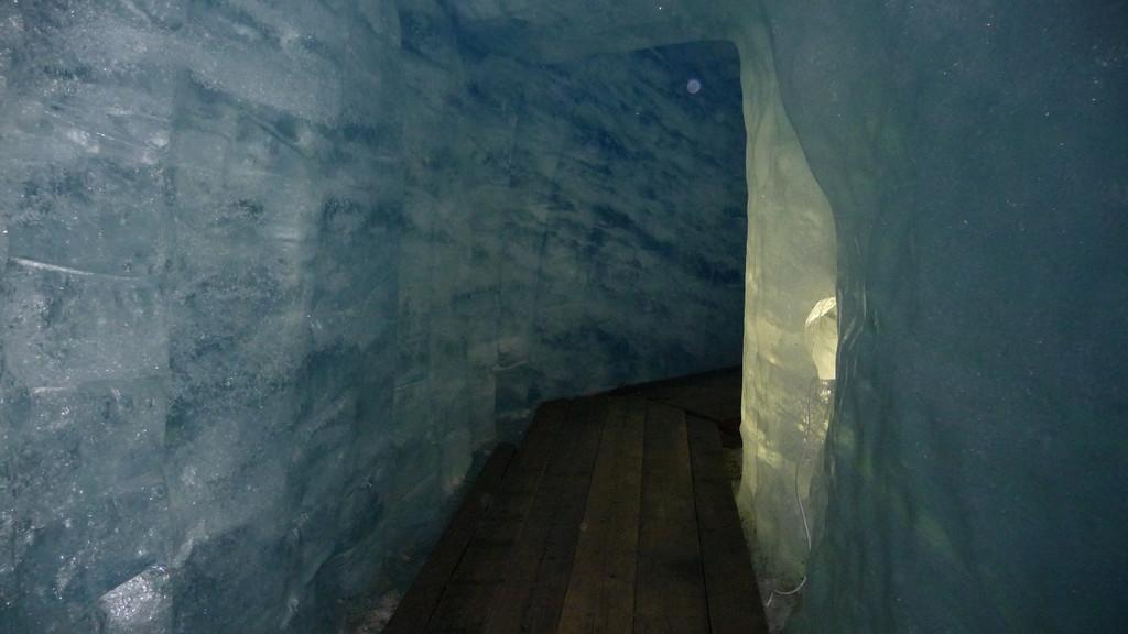 in der Eisgrotte