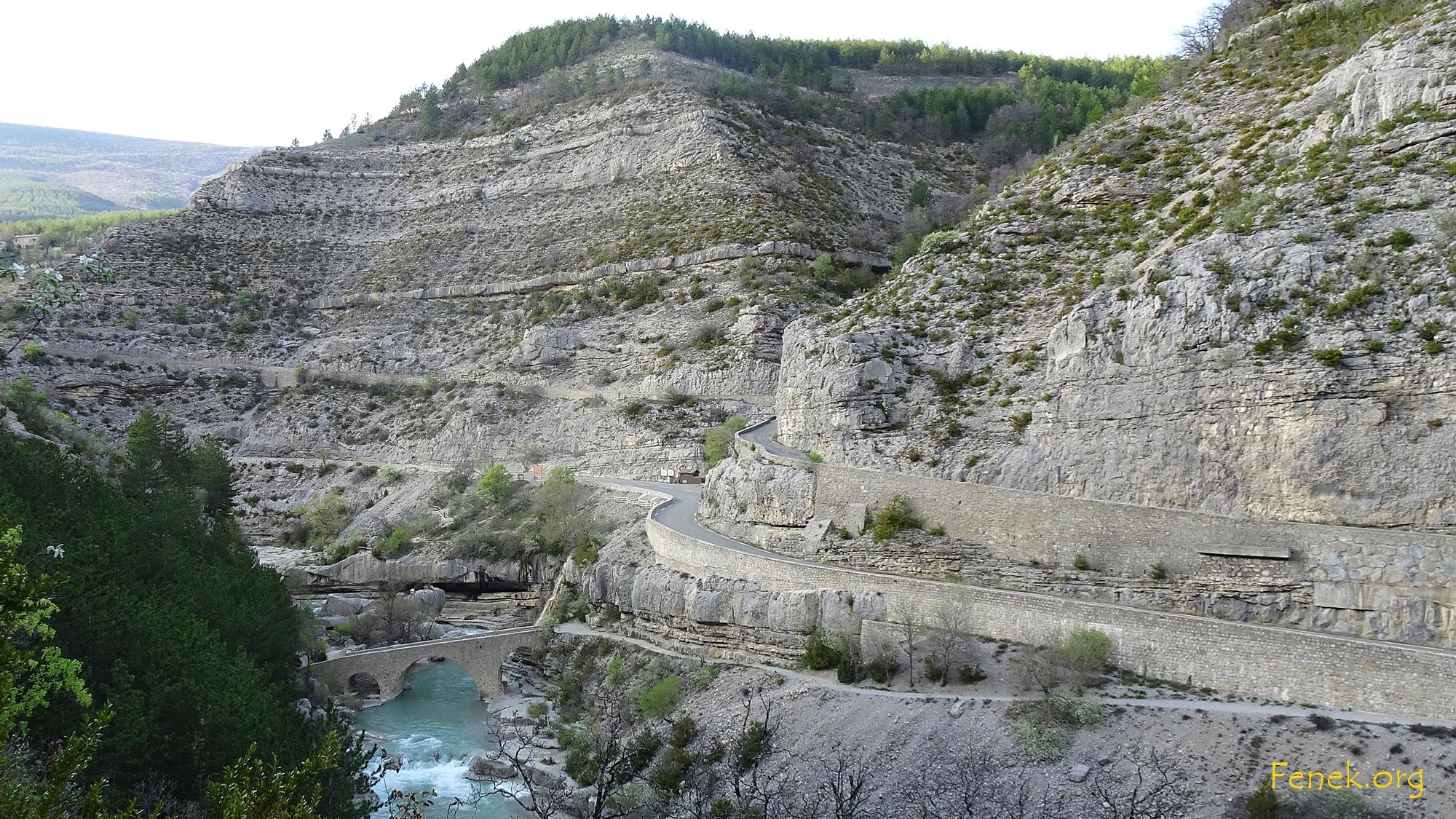 in der Méouge Schlucht mit römischer Brücke