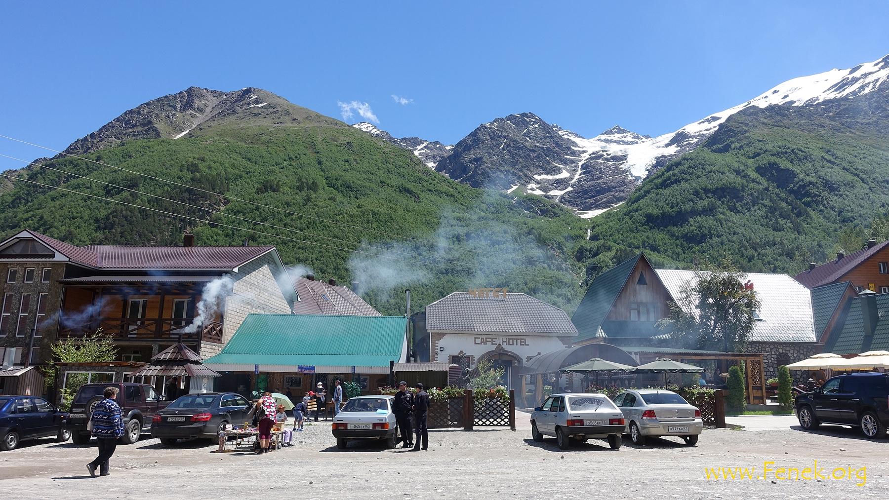 Cheget - eines der Dörfer am Fusse des Elbrus