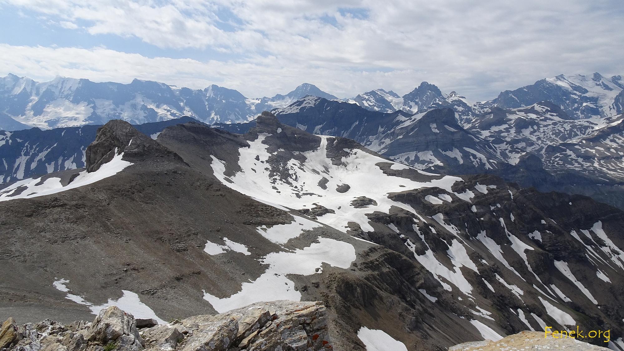 die weiteren Gipfel vor mir - im Hintergrund Schilthorn
