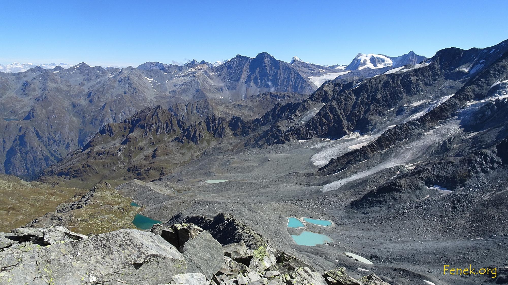 Gipfelaussicht - unten die bewanderte Moräne