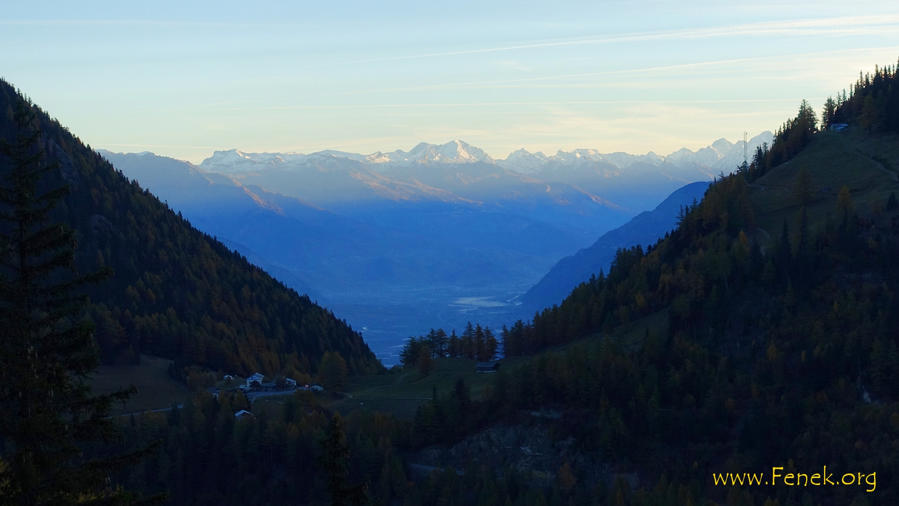 der Tag erwacht über dem Col de la Forclaz
