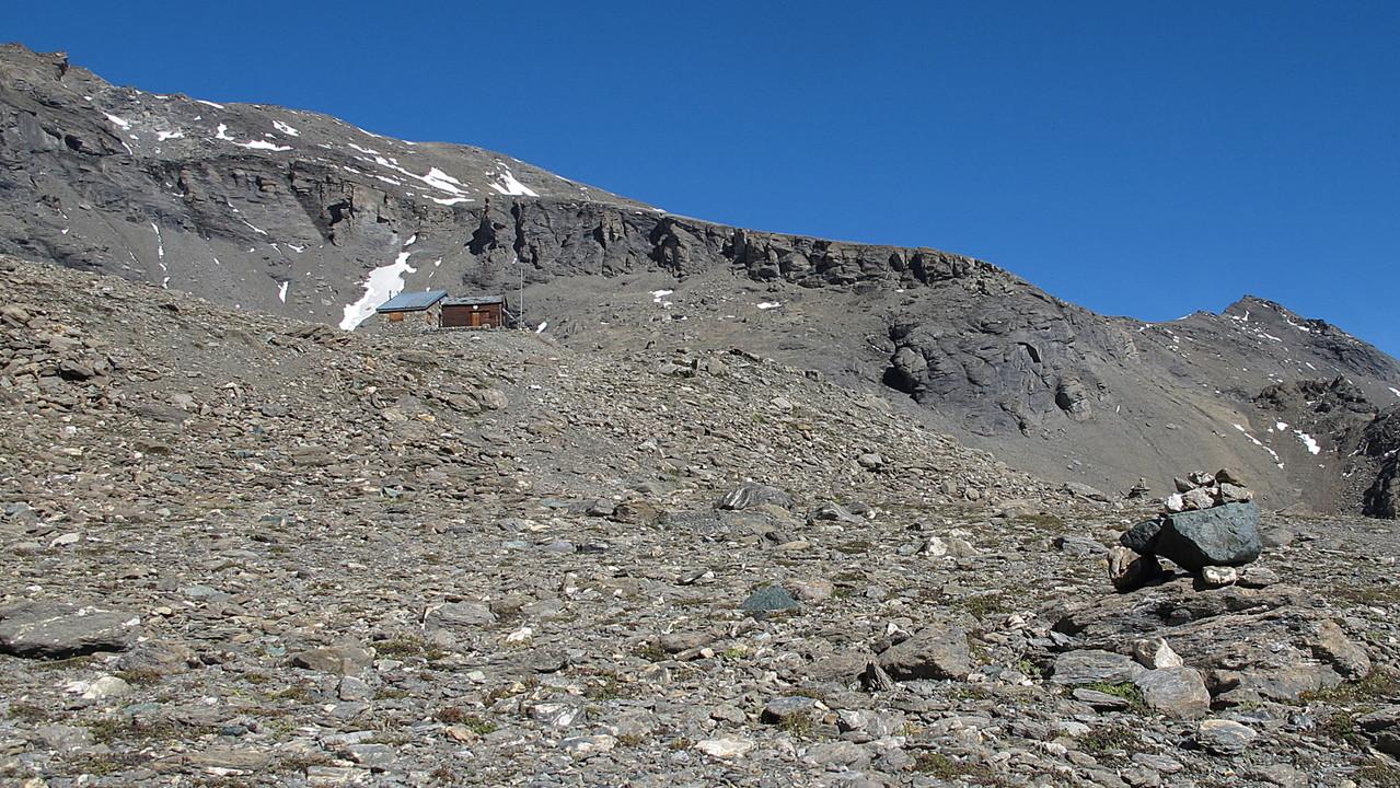 Die Hütte und der Gipfel.....