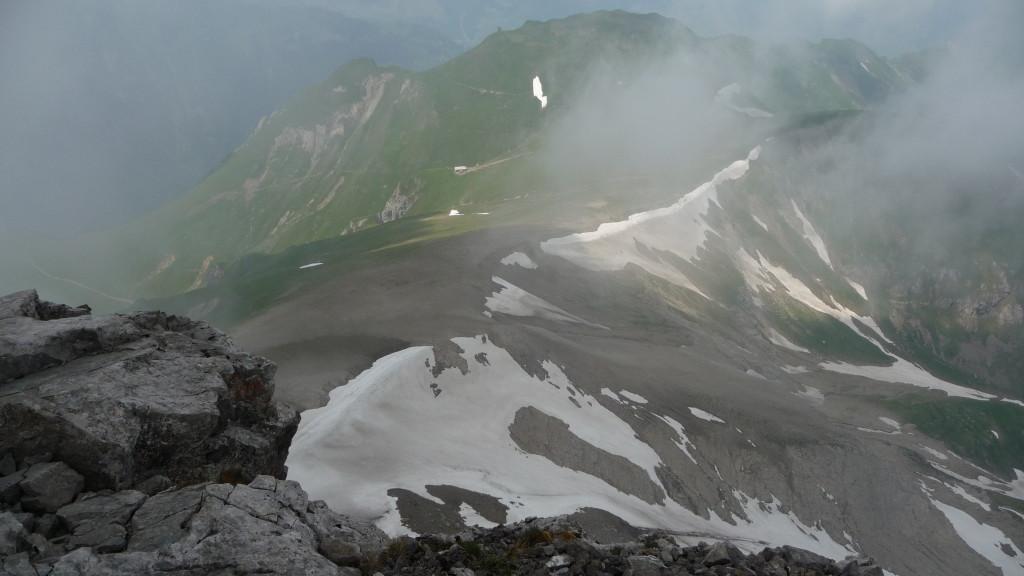 Tiefblick an den Fuss des Berges