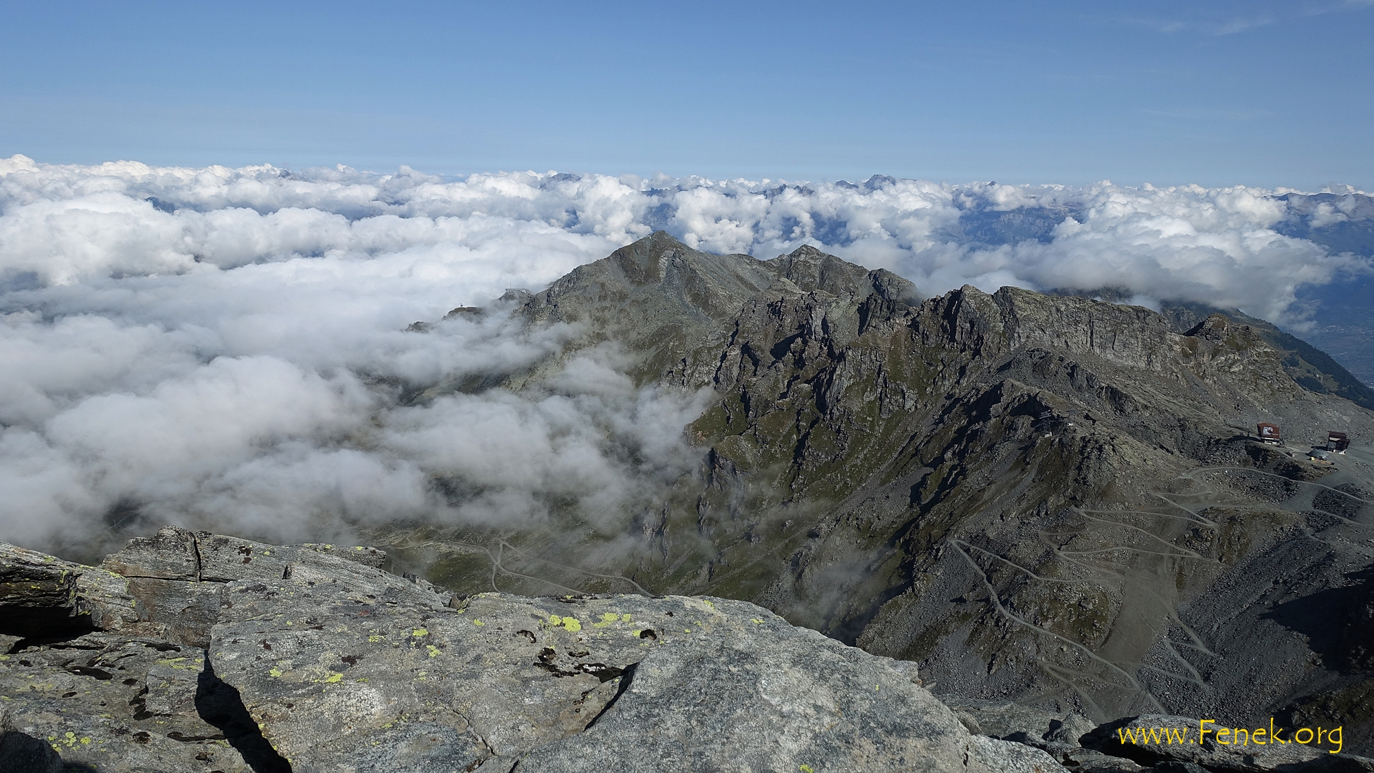 in den Wolken versteckt Berner Alpen