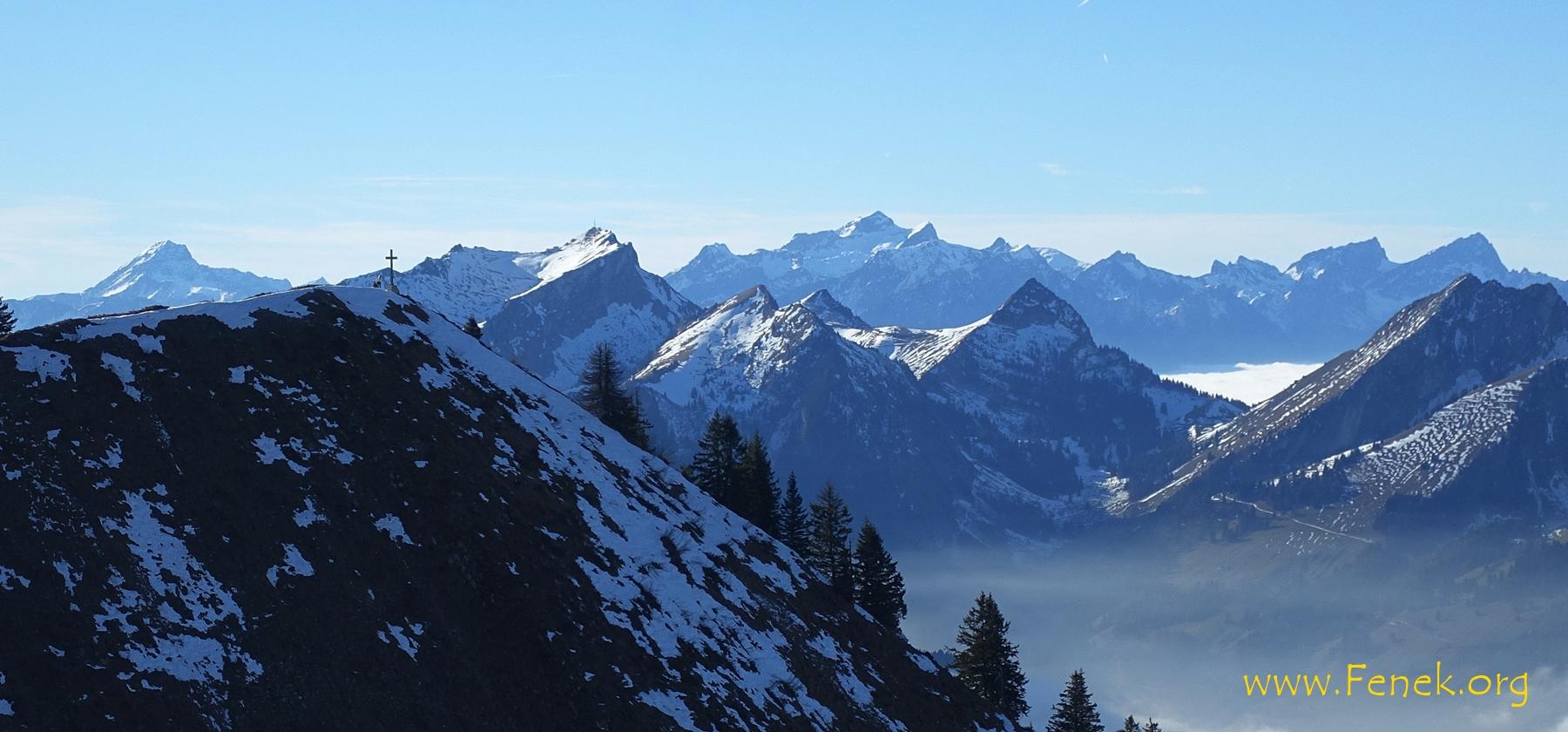 Gipfelkreuz - rechts davon Rochers de Naye