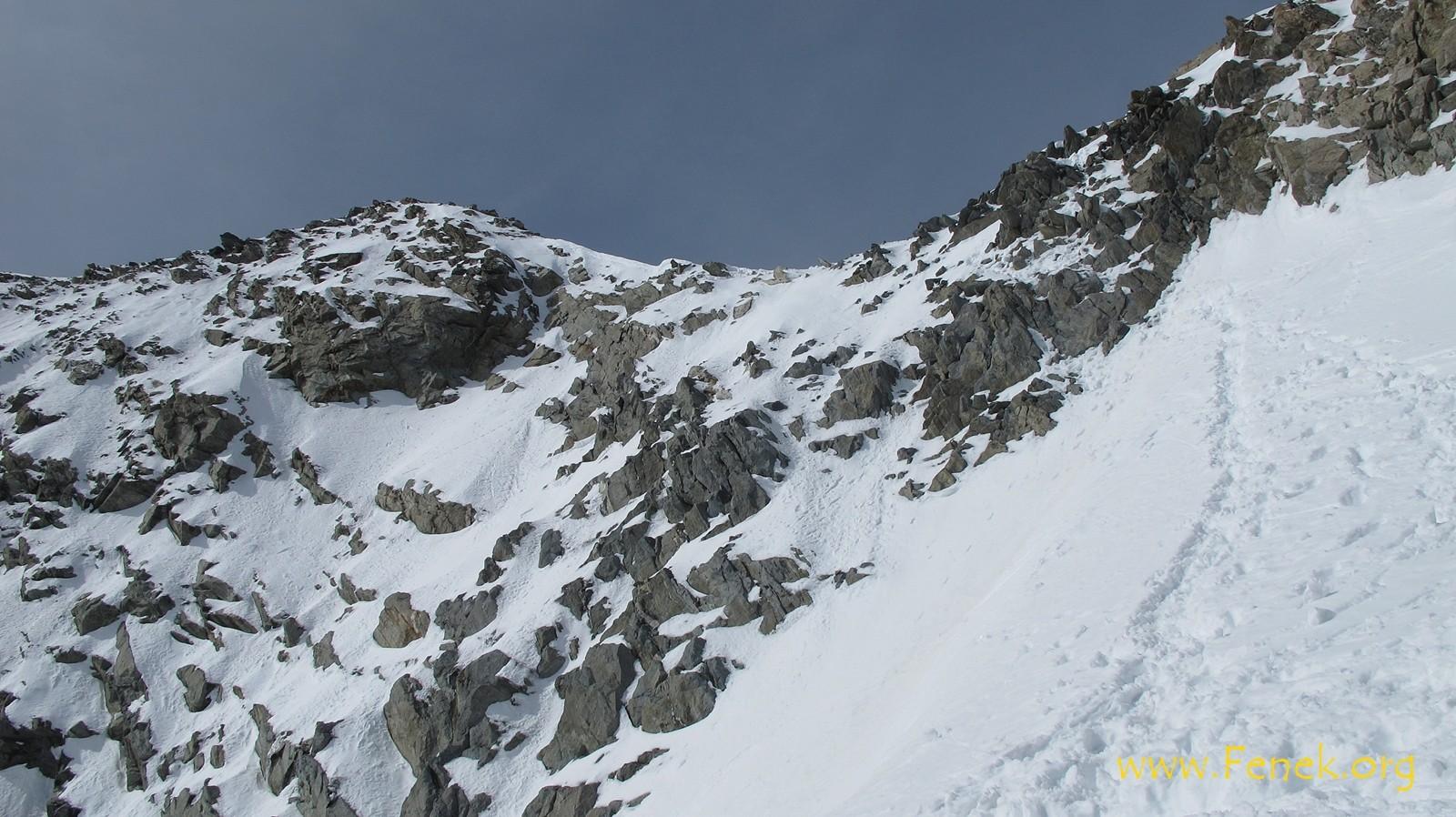 Fussaufstieg in die Felsen un dann links zum Gipfel....