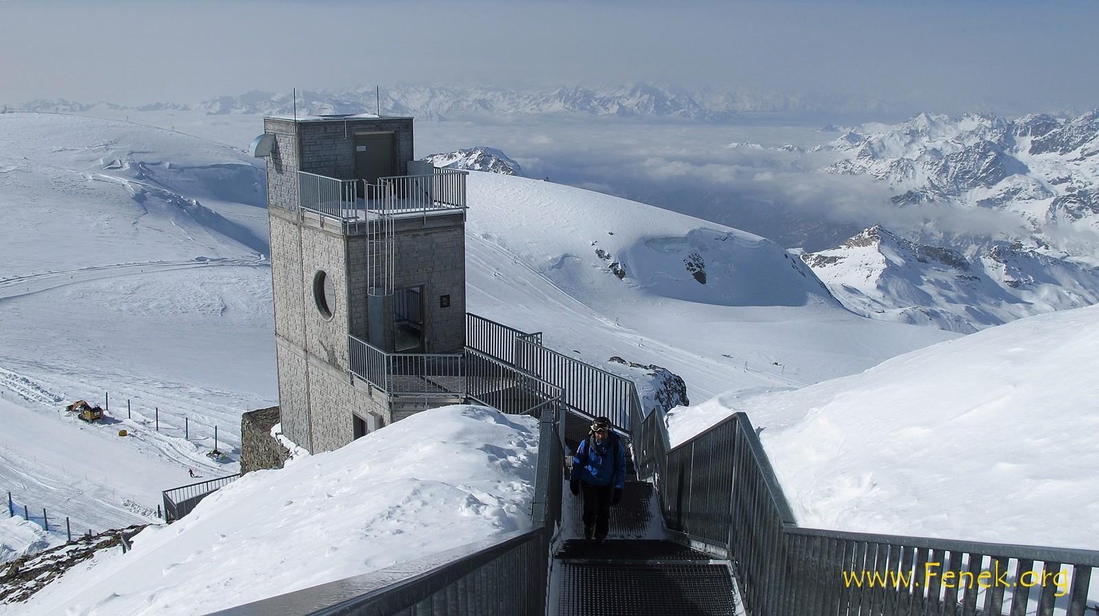 Treppe zur Terrasse Klein Matterhorn