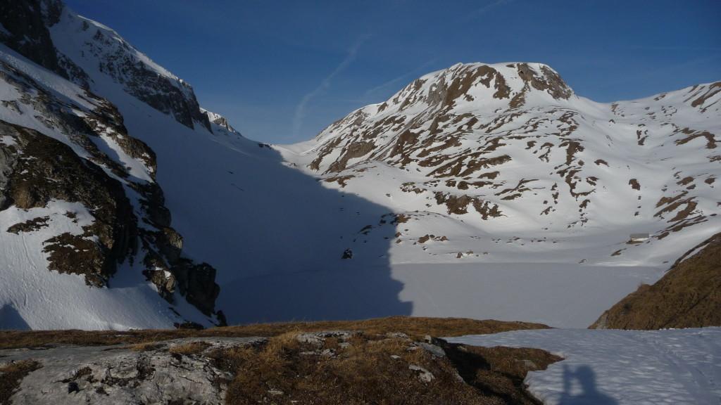 der Iffigsee - noch zugefroren