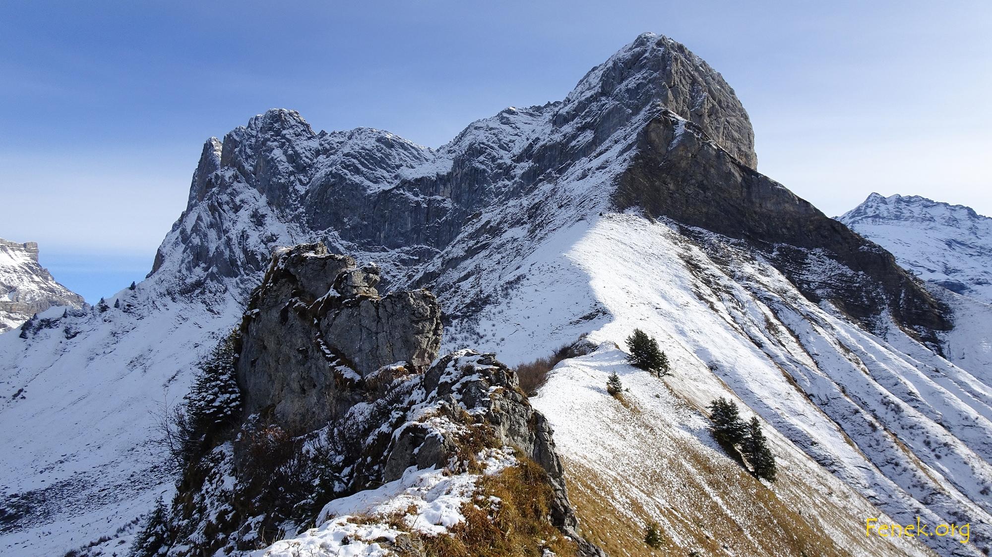 Der Gipfelblock muss erkraxelt werden (T3+/I)