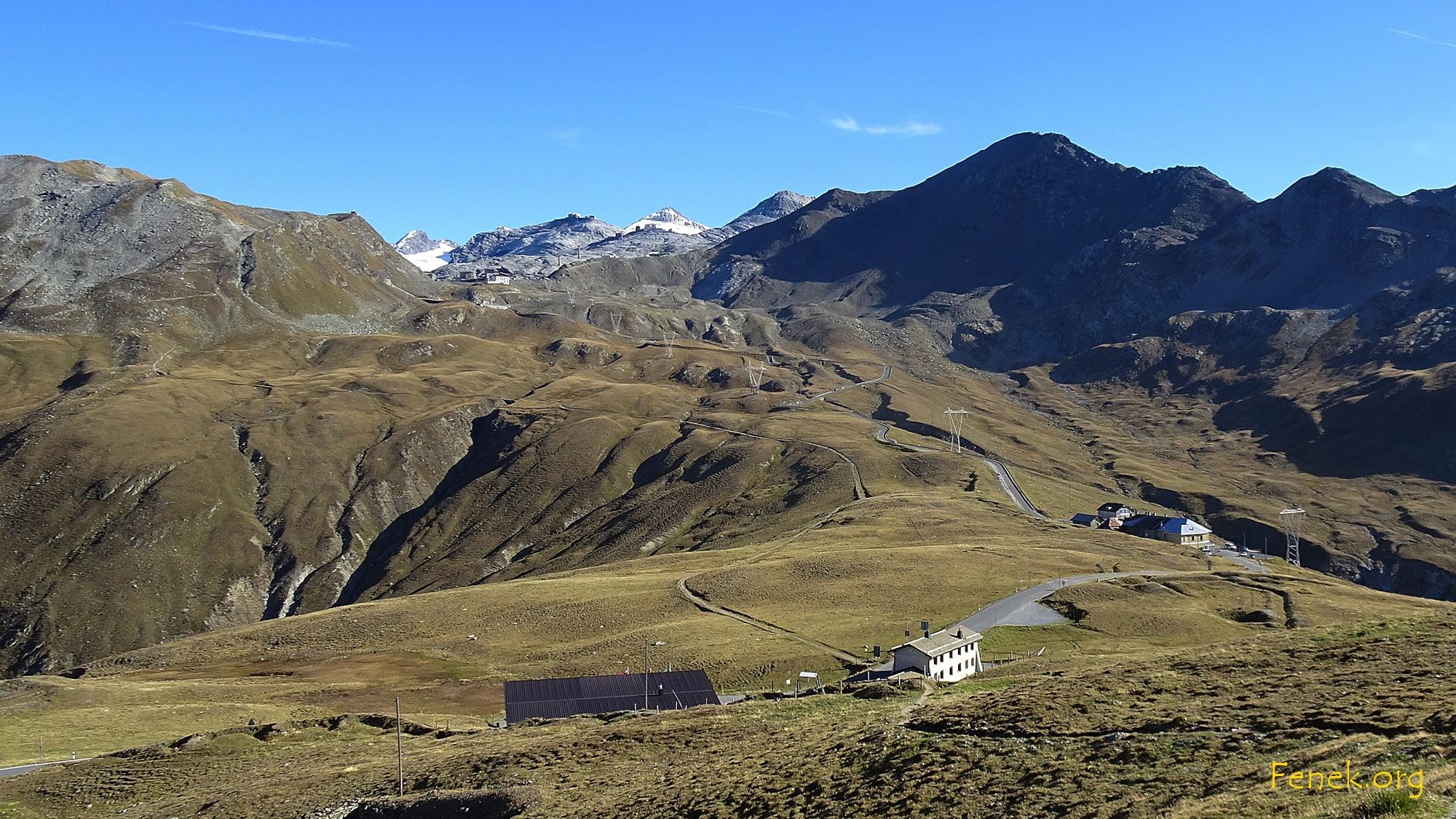 bereits auf dem Weg Richtung Piz Umbrail - der dunkle rechts ist Monte Scorluzzo den ich am nächsten Tag besteige