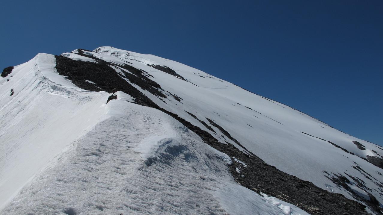 der Grat und Gipfelhang