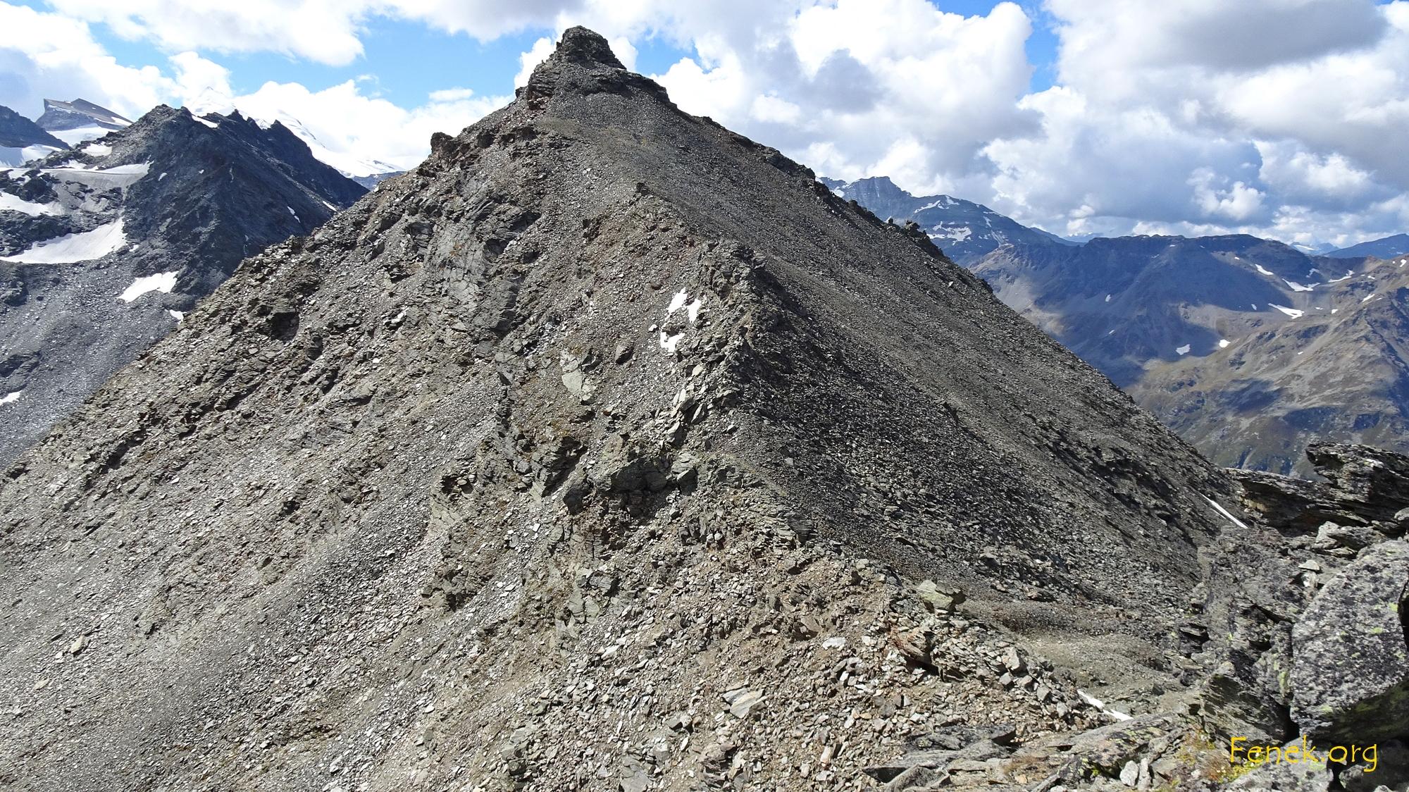 zurück im Joch ein Blick zurück - erster Gipfel geschafft.
