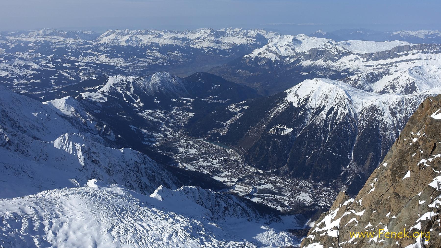 2800m tiefer die Vororte von Chamonix