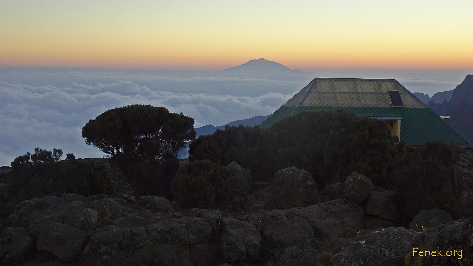 Abendstimmung und Mount Meru im Hintergrund