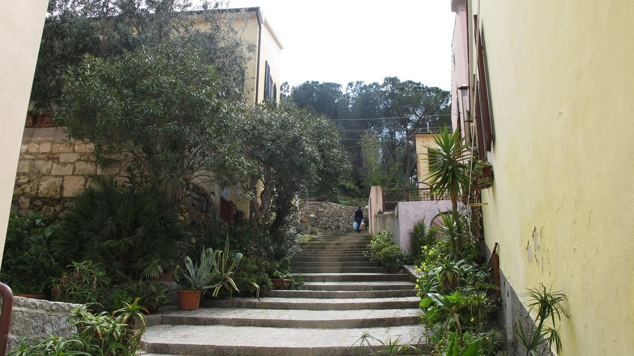 schöne Gasse in Marino di Campo