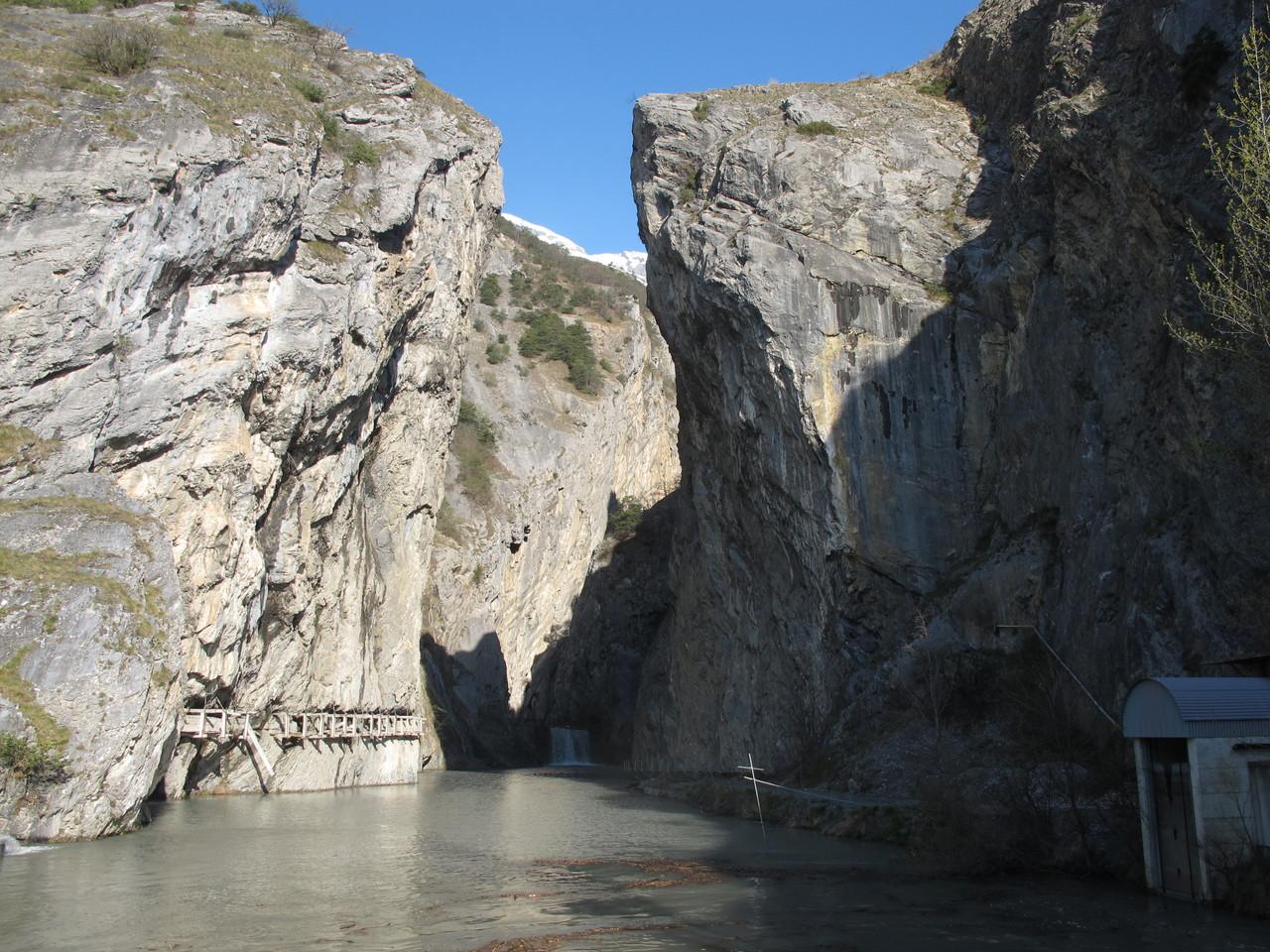 das Ende der Schlucht wo ein Wasserkraftwerk steht