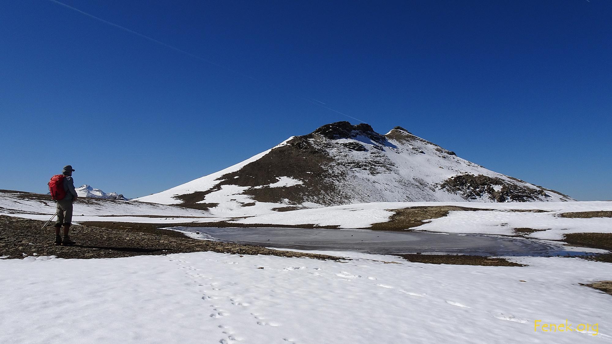 """""""unser"""" Gipfel ragt aus der Ebene"""