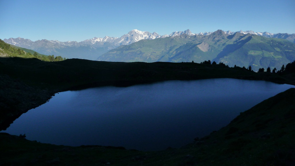 Lago di Chamolé - am Morgen still und noch im Schatten