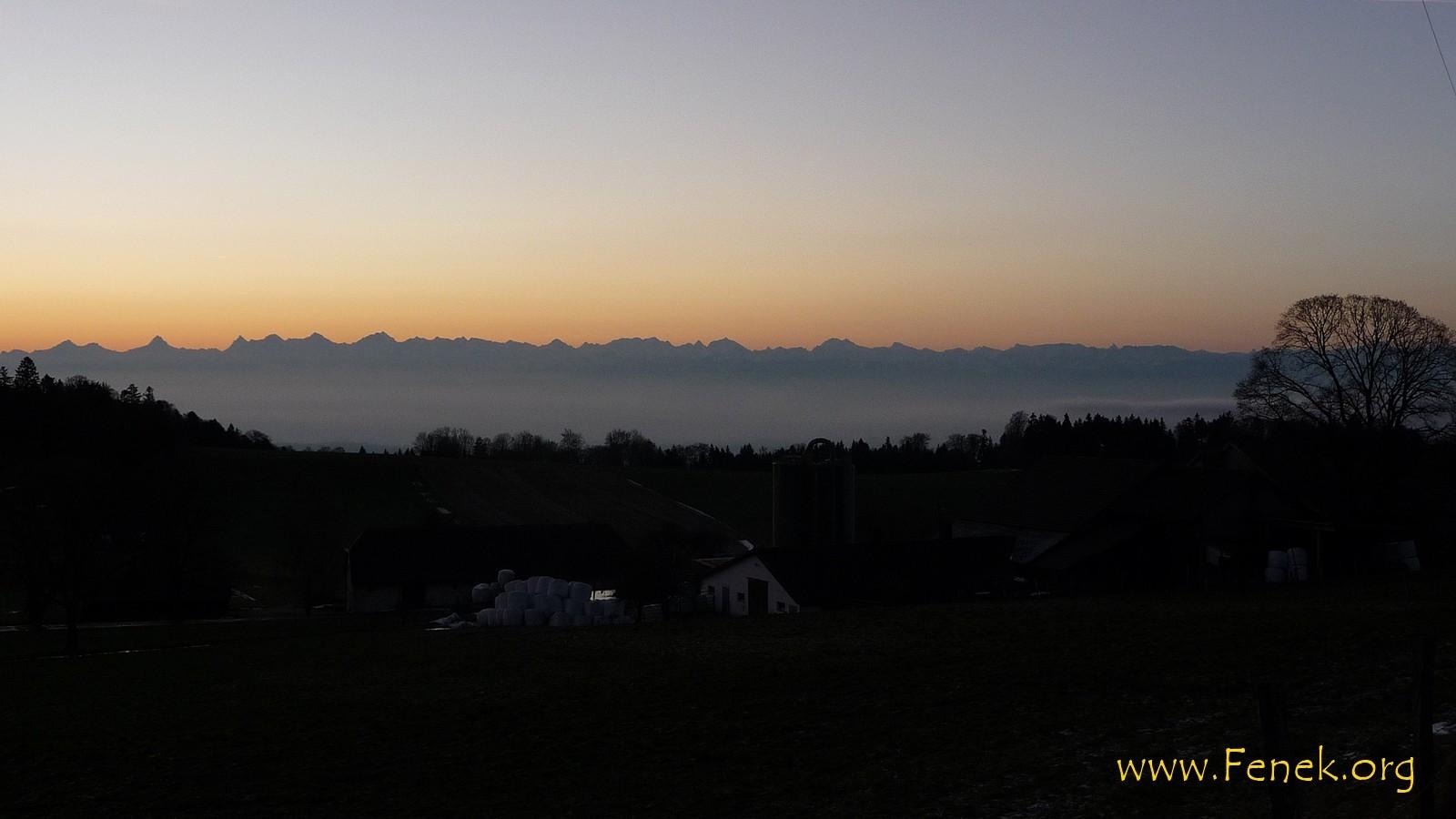 Morgenlicht über den Berner Alpen
