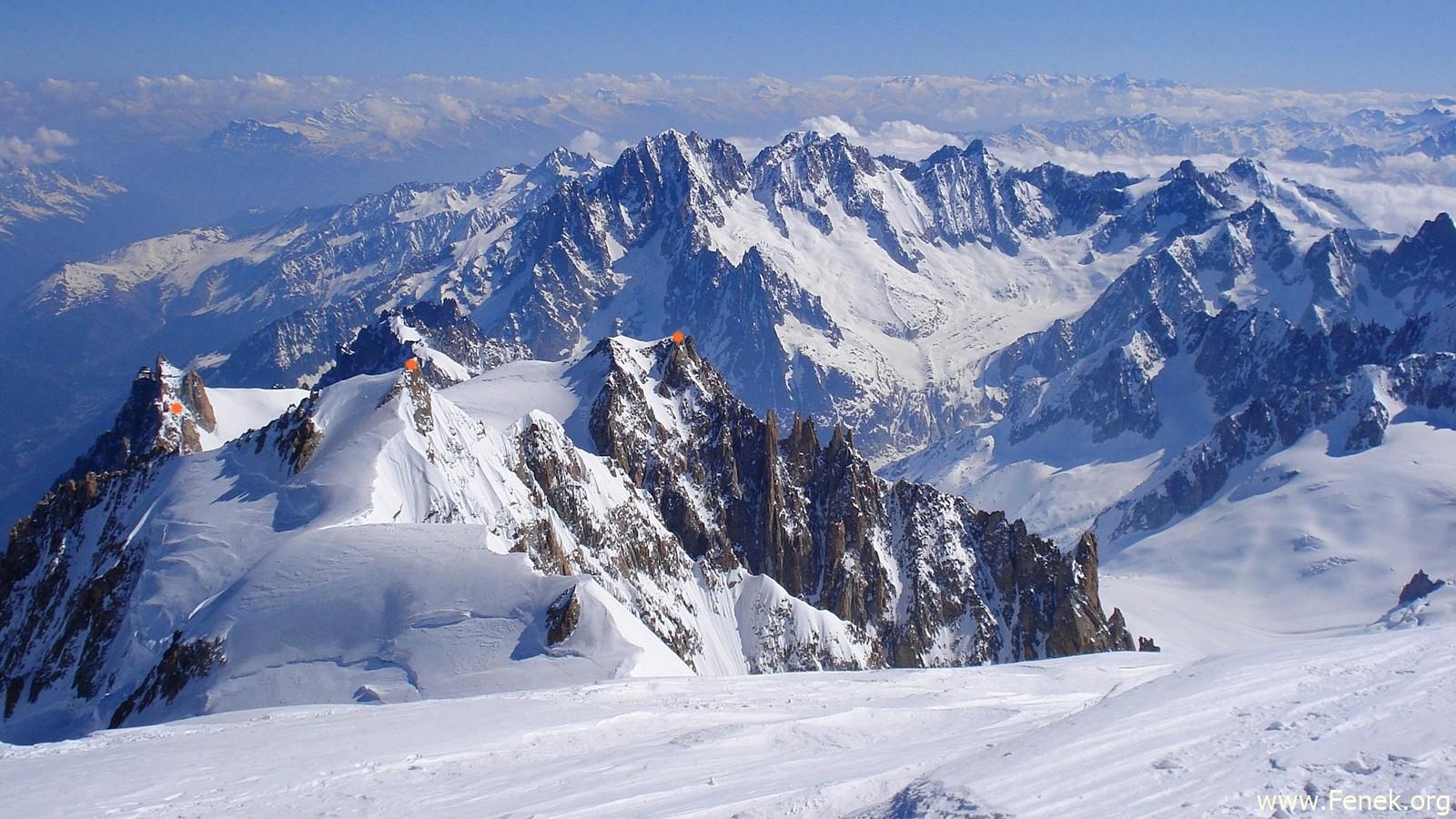 links: Aiguille du Midi / Mitte: Mont Maudit / rechts: Mont Blanc du Tacul