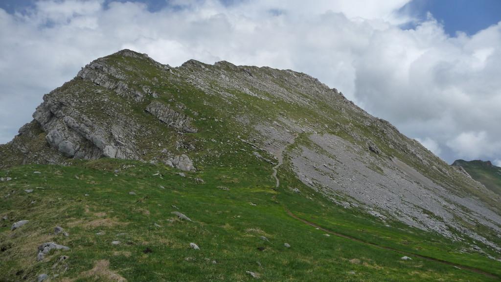 vom Kaisereggpass geht's traversierend zum Gipfel