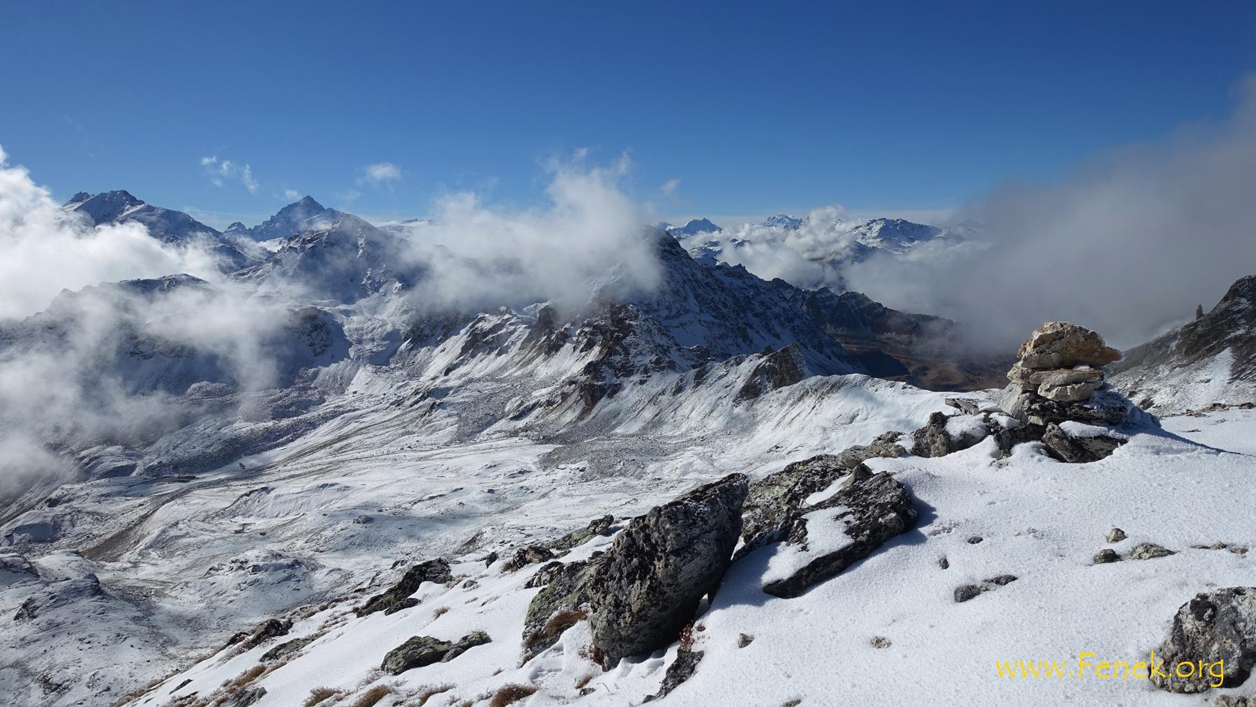 Gipfelsicht - hinter dem Wölkchen wäre der Mont Blanc.......