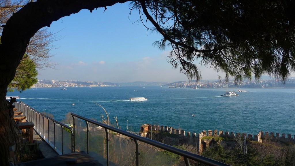 Blick zur Atatürk Bosporus Brücke