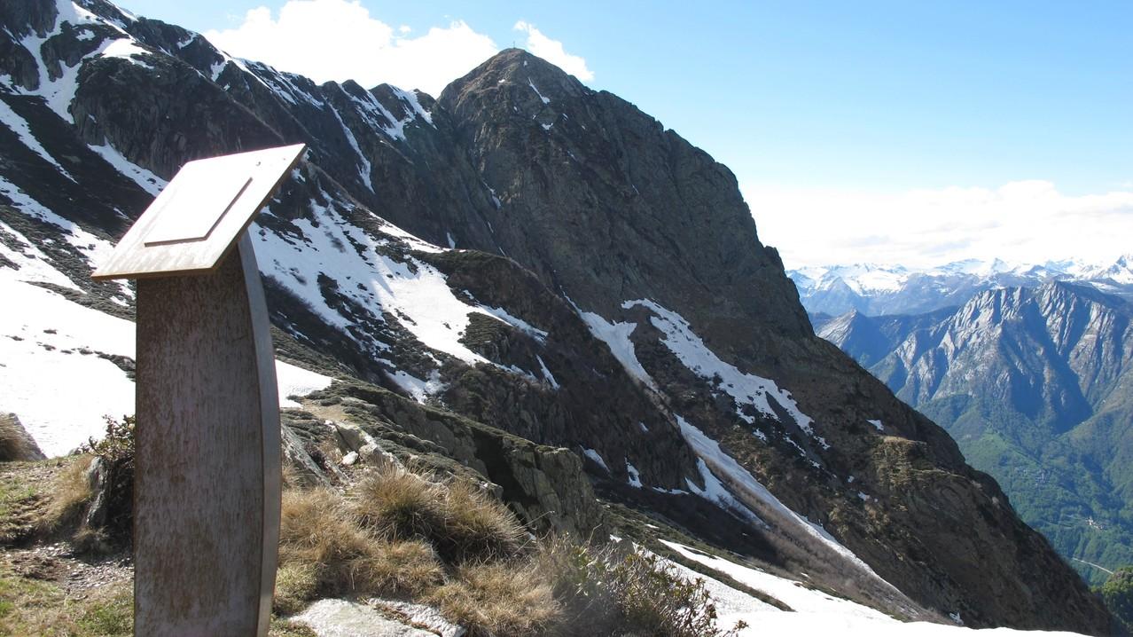 imposanter Gipfel, der Gridone 2'188m